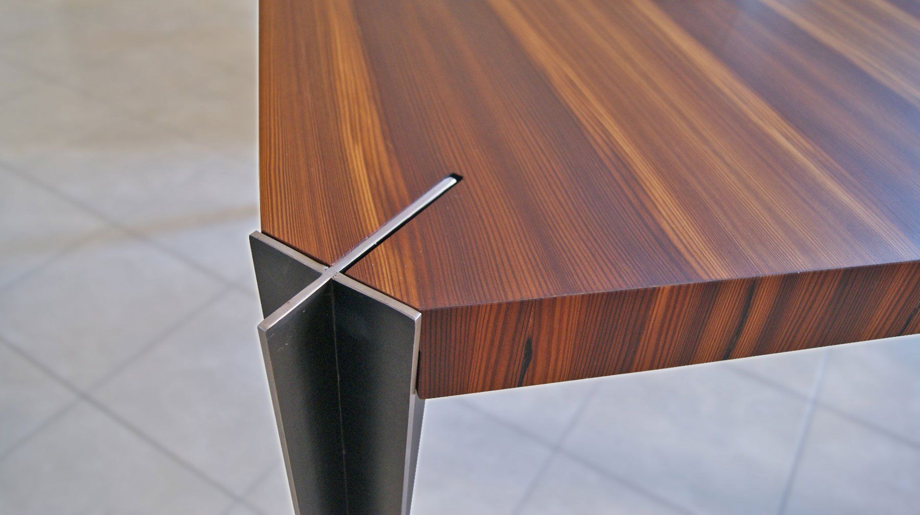 Solaris Table - ARCHITETTURA ed INTORNI
